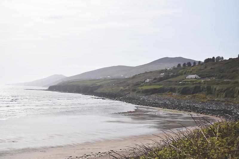 Inch-Beach-Shore-in-Dingle-Ireland-Peninsula-Beach-Houses-Along-The-Coast
