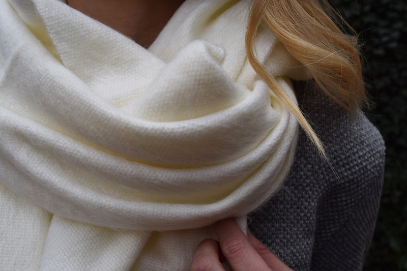chakanu-inca-collection-oversized-alpaca-wool-scarf-cream-beige-size-fit-review-made-in-ecuador-2