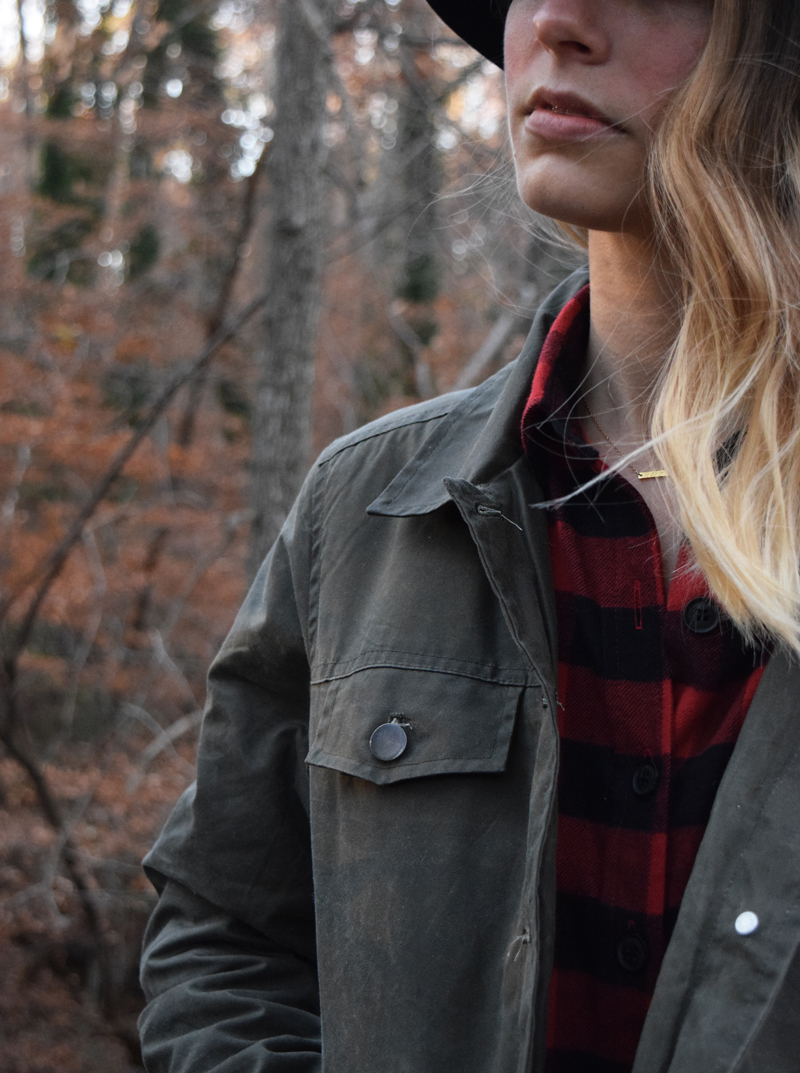 pocket-detail-of-bridge-and-burns-ethically-made-waxed-cotton-canvas-field-coats-spruce-outsider-jacket-fit