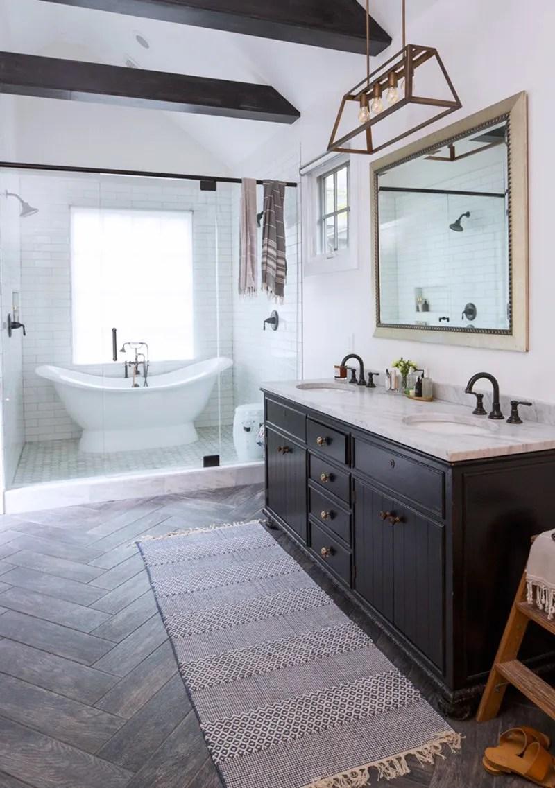 Modern Farmhouse Minimal Master Bathroom Double Slipper