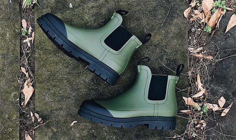 Everlane Rain Boot in Surplus Olive Green