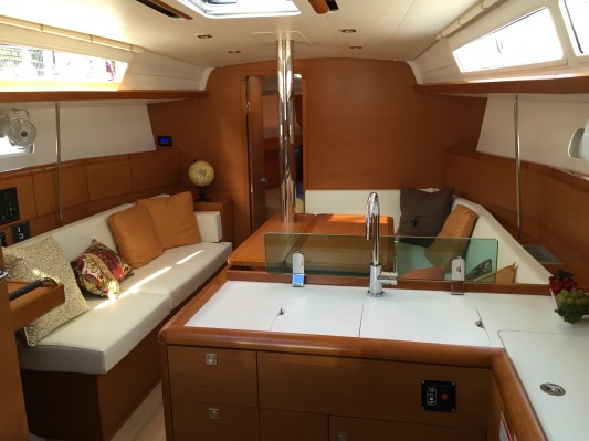 Jeanneau Sun Odyssey 389 Main Salon