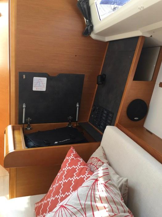 Jeanneau Sun Odyssey 349 Navigation Station
