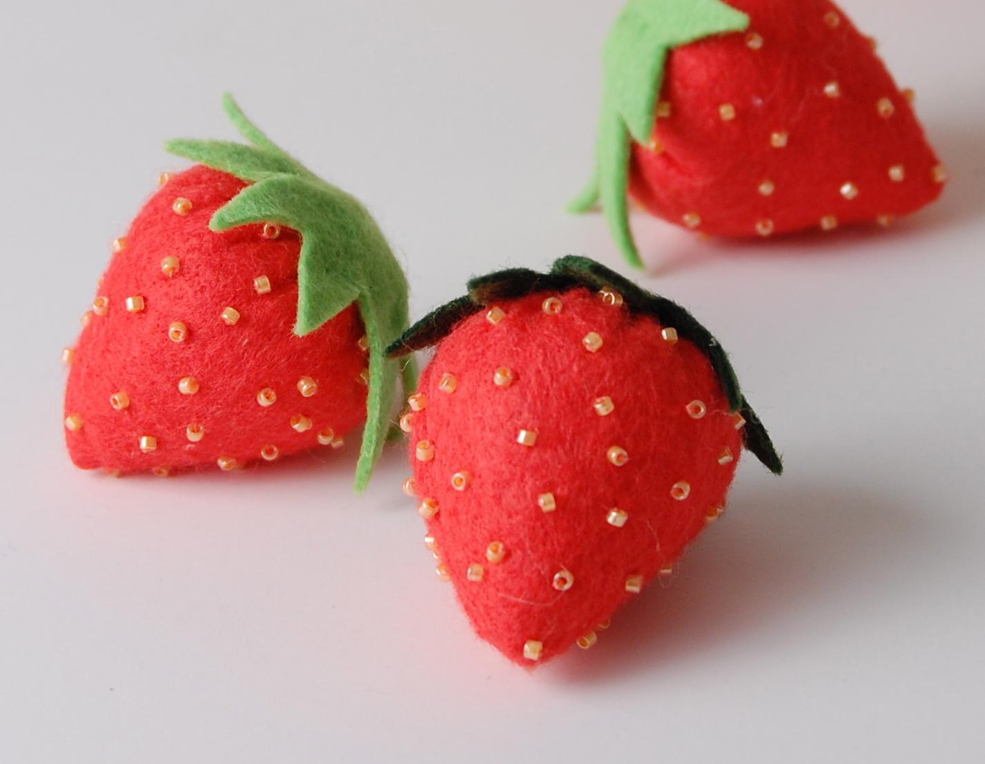 Summertime Craft Make A Felt Strawberry Whileshenaps Com