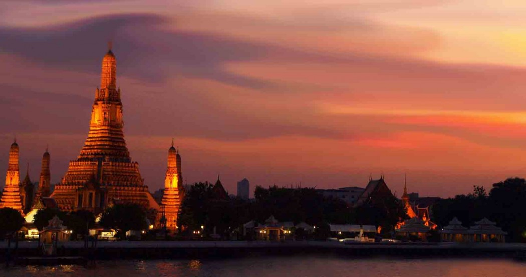 The Sunset At Wat Arun Temple Of Dawn While Travelling