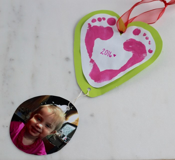 Homemade Valentines for Babies and Toddlers: These Valentines Day crafts and projects are easy for a baby, toddler, and bigger kid to work on together with an adult. Gift these cards to Daddy, Mommy, grandparents, aunts, uncles, and best friends. They'll be sure to make your recipients smile from ear to ear and will be treasured for years to come. Click here to see the ideas!