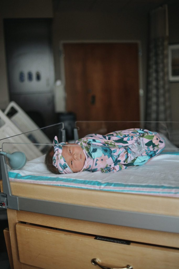 Fresh 48 Pictures | If you're looking for another option for traditional newborn photos,  Fresh 48 pictures can fill the gap of capturing brand newborn photos.