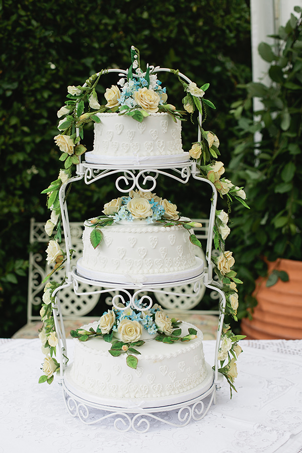 Happy Country Back Garden Wedding Vintage Cake http://www.samanthawardphotography.co.uk/