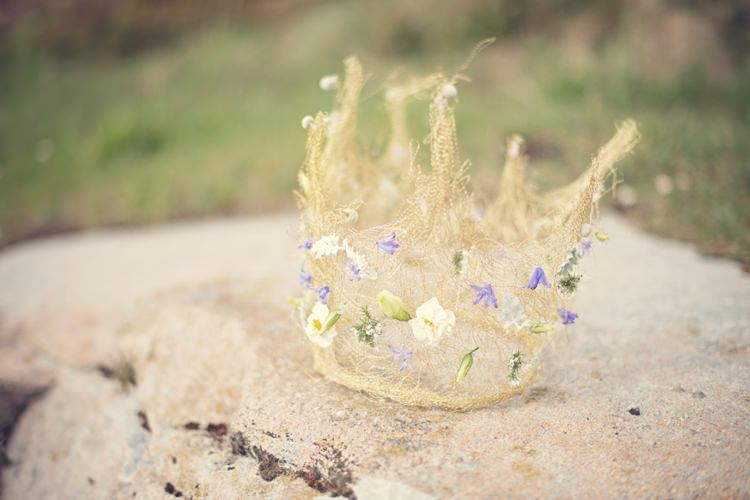 Bride Bridal Crown Beautiful British Flower Peak District Moors Wedding Ideas http://www.sarahbrabbin.co.uk/