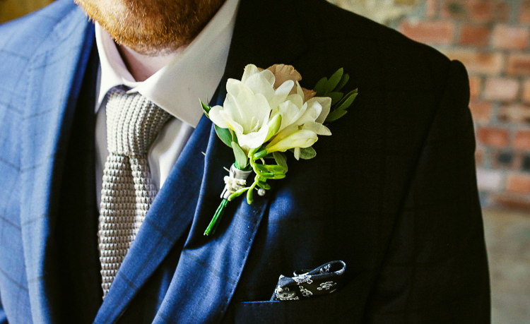 White Buttonhole Grey Knitted Tie Groom Rustic Laid Back Tipi Wedding http://helenrussellphotography.co.uk/