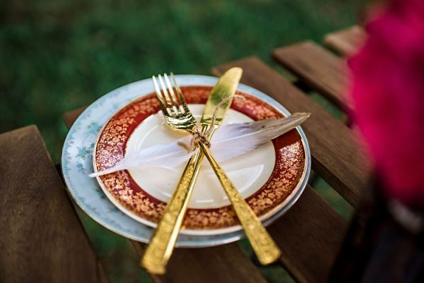 Table Setting Vintage China Gold Cutlery Ethereal Boho Wedding Ideas http://perfectcapturephoto.com/