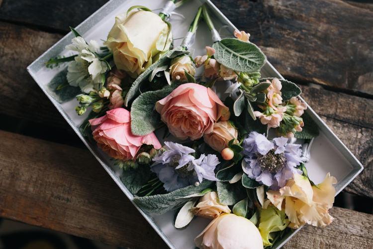 Rose Buttonholes Corsages Light Pretty Peach London City Wedding http://www.katiepalmerphotography.co.uk/