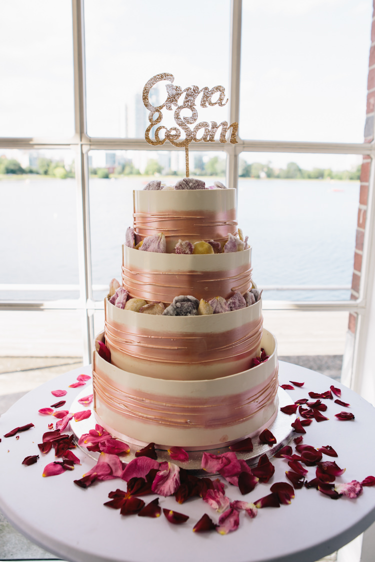 Cake Rose Gold Topper Glitter Light Pretty Peach London City Wedding http://www.katiepalmerphotography.co.uk/