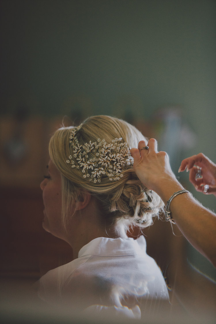 Hair Style Bride Bridal Accessory Band Chic Rustic Grey Barn Wedding http://www.kevelkinsphotography.co.uk/