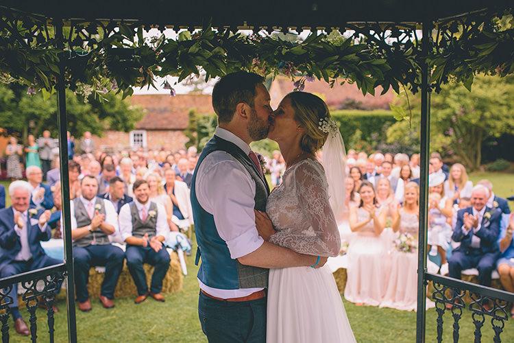 Homespun Fun Country Barn Wedding http://storyandcolour.co.uk/