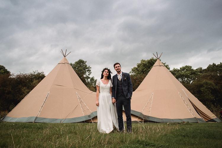 Bohemian Festival Tipi Wedding http://esmemai.com/