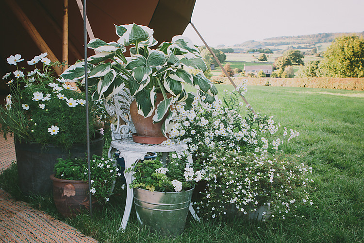 Lovely Greenery Farm Tipi Wedding http://www.victoriasomersethowphotography.co.uk/