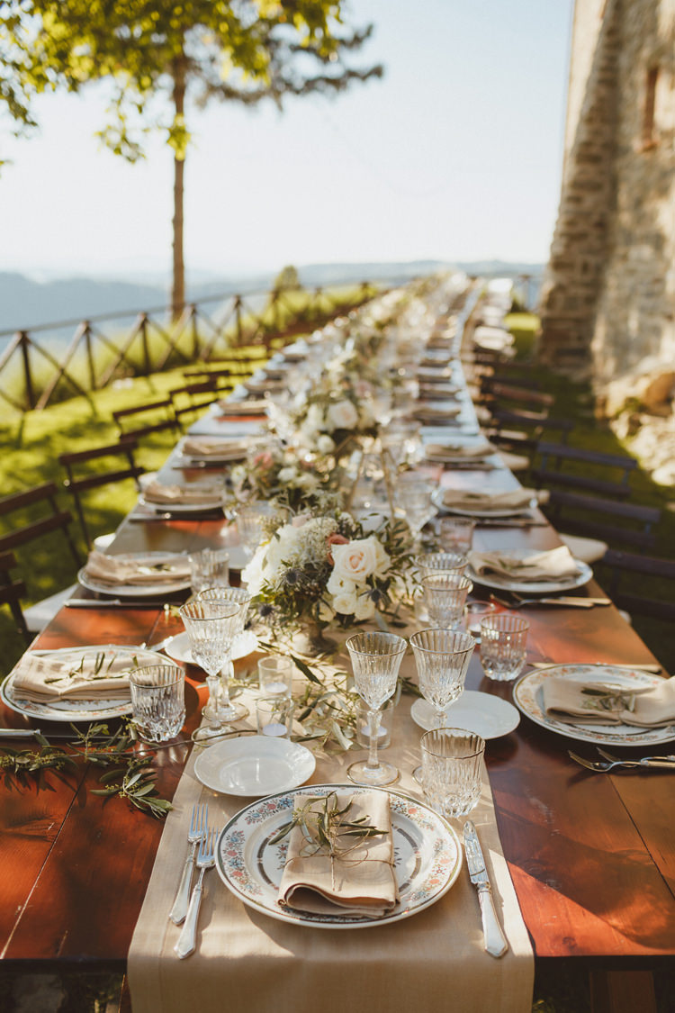 Long Table Outdoors Hessian Linen Flowers Beautifully Intimate Open Air Wedding Umbria http://www.edpeers.com/