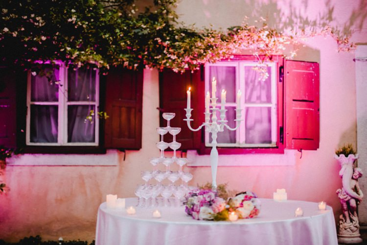Prosecco Tower Candelabra Evening Romantic Vibrant Pink Wedding Trieste http://www.emotionttl.com/en/home/