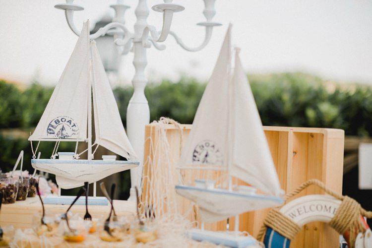 Decoration Candelabra Boats Canapes Romantic Vibrant Pink Wedding Trieste http://www.emotionttl.com/en/home/