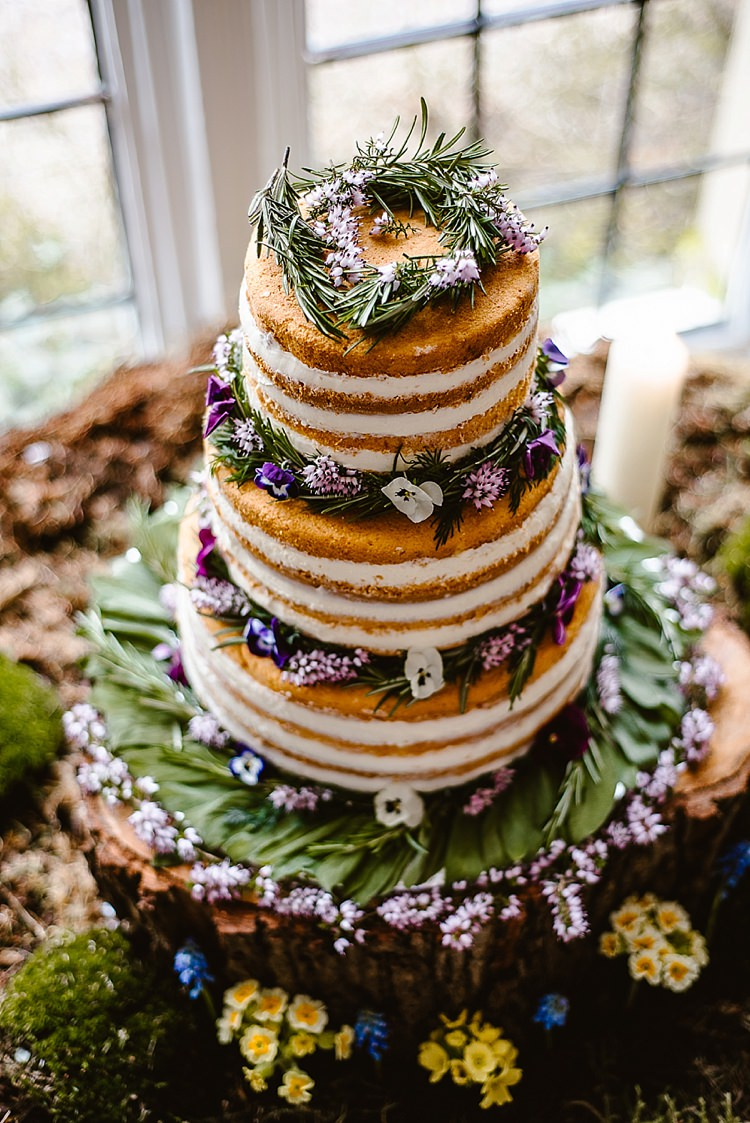 Naked Cake Layer Flowers Log Stand Rustic Bare Beautiful Countryside Wedding Ideas Inspiration http://www.georginabrewster.com/