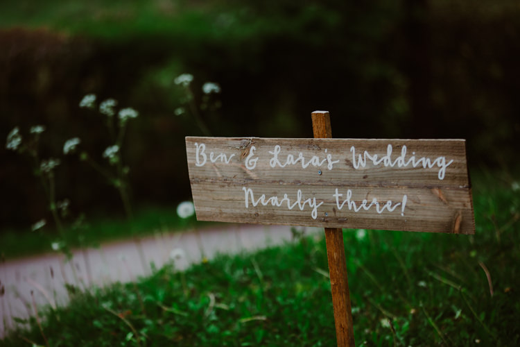Board Sign Welcome Direction DIY 1920s Speakeasy Country House Glamour Wedding https://www.bearscollective.com/