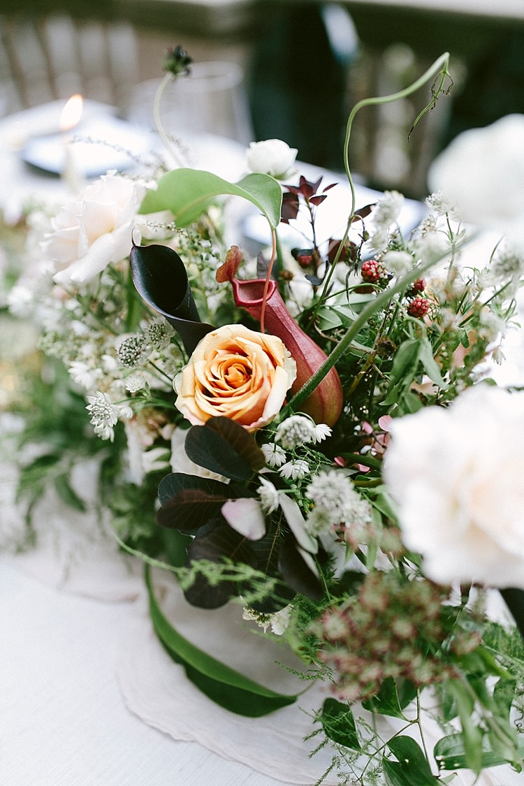 Table Decor Centre Piece Bouquet Floral Roses Black White Modern Elegance Marble Greenery Gold Wedding Ideas http://www.jettwalkerphotography.com/