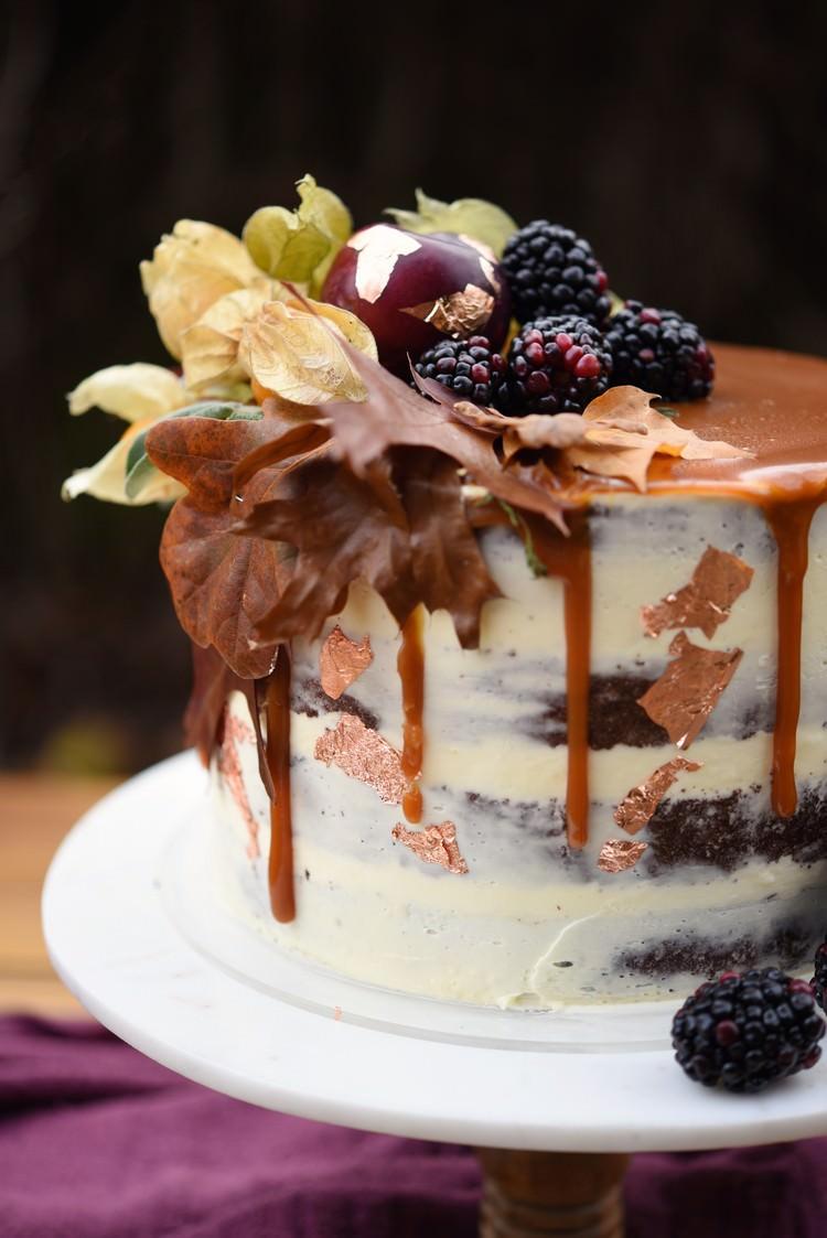 Autumn Inspiration Buttercream Drip Cake Berries Turning Leaves http://www.evatarnok.com/