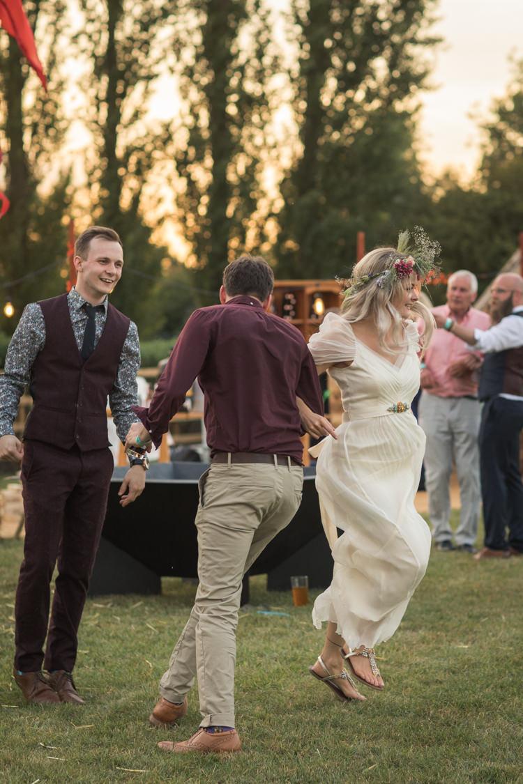 Boho Festival Tipi Wedding http://alexaclarkekent.com/