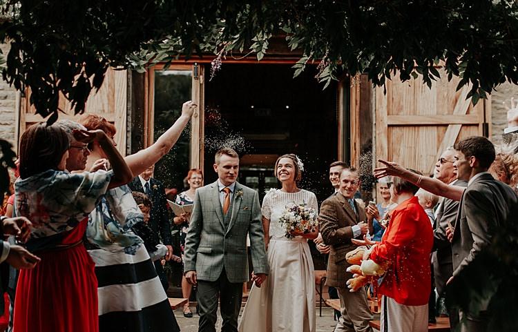 Confetti Throw Beautiful Simple Relaxed Barn Wedding http://jenmarino.com/