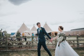 Happy Crafty Summer Farm Wedding http://twigandvine.photography/