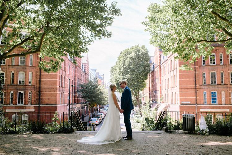 London City Bride Groom Buildings Street Park Jesus Peiro Dress Navy Suit | Modern Tropical Gold Urban Wedding https://www.christinewehrmeier.com/