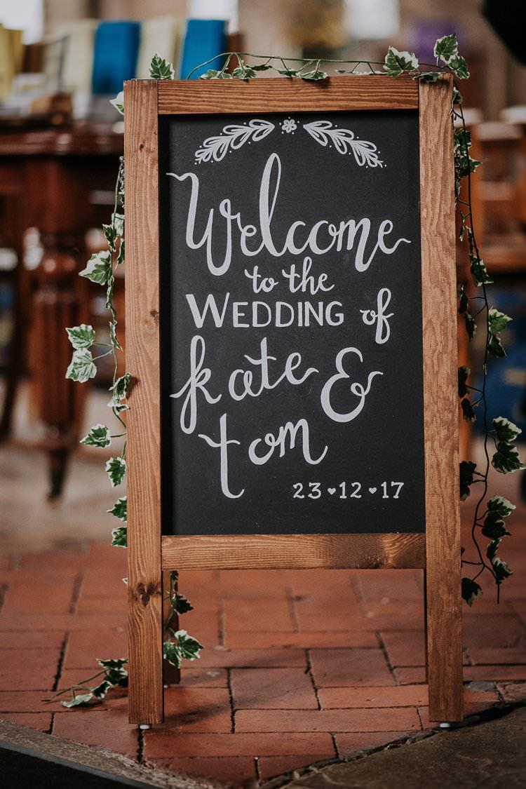 Welcome Sign Calligraphy Chalk Black Board Twinkly Rustic Winter Wonderland Wedding https://www.kazooieloki.co.uk/