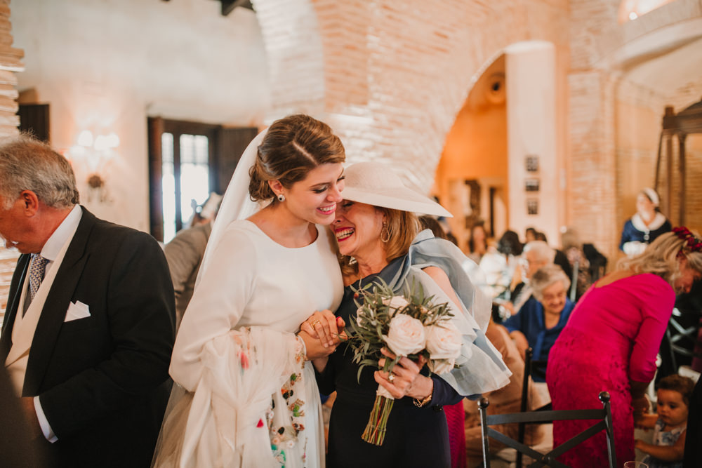 Outdoor Seville Destination Villa Hacienda Bride Bouquet | Colorful and Heartfelt Wedding in Spain Boda&Films