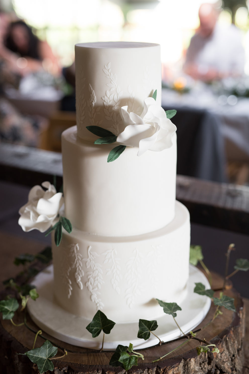 Cake Traditional Sugar Flowers White Tiered Wood Slice Tree Ivy Elegant Chic Modern Wedding Kayleigh Pope Photography