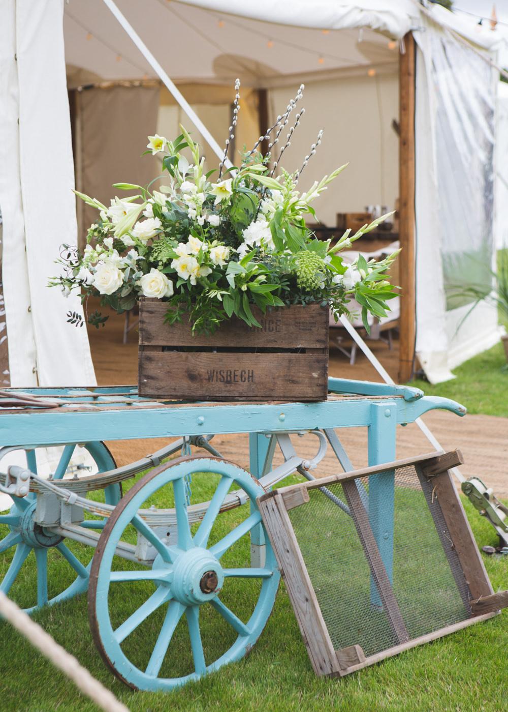 Wagon Trailer Decor Crate Flowers Wooden Airbnb Wedding Pickavance Weddings