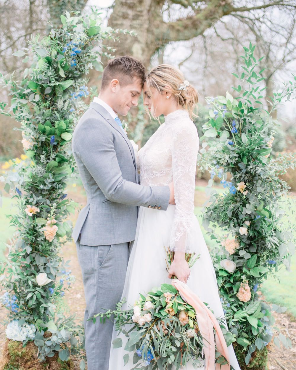 Elegant Wedding Ideas Yll Weddings Unstructured Flower Arch Peach Greenery Foliage Backdrop Natural