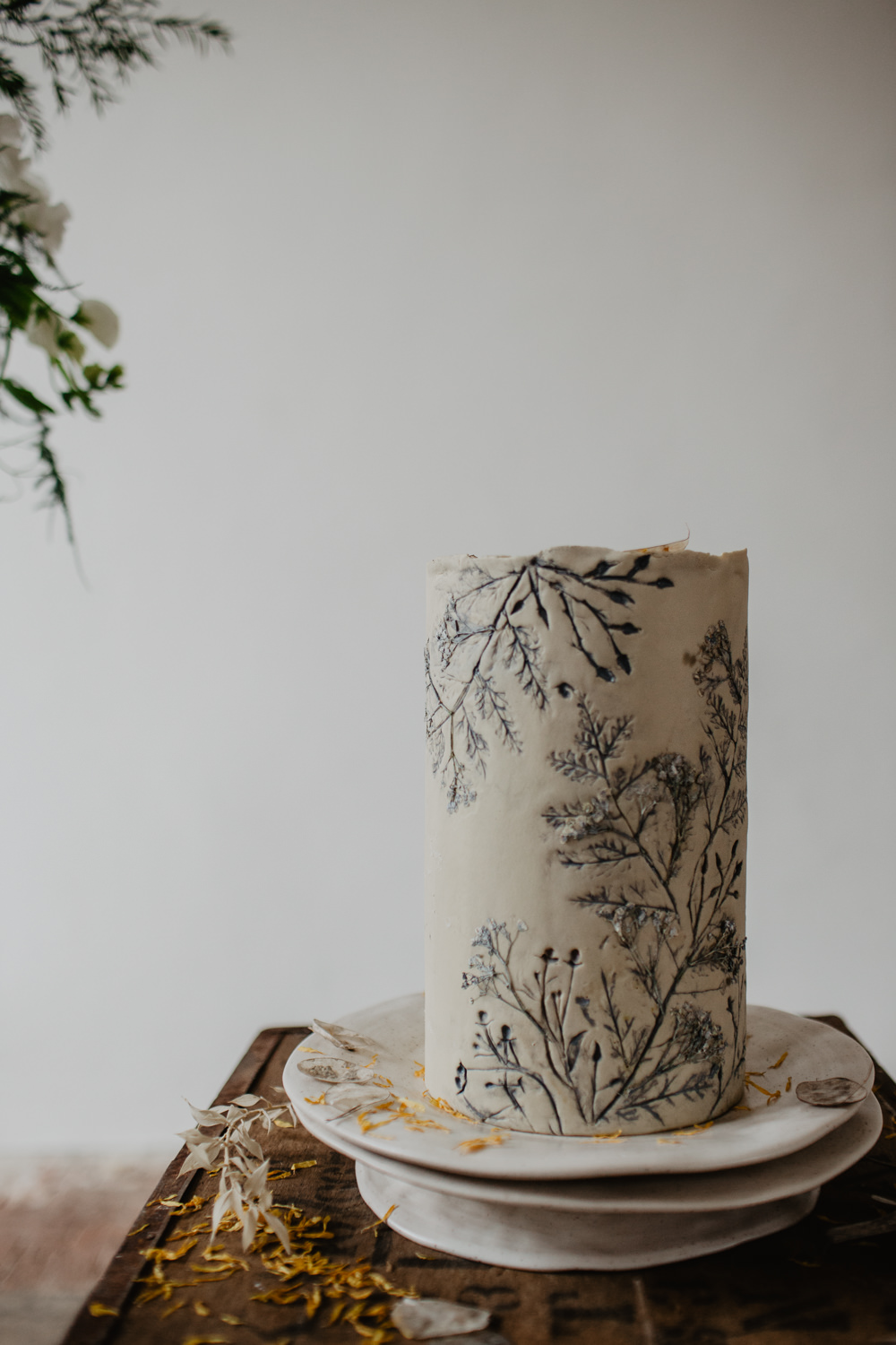 Cake Cakes Flowers Floral Leaf Leaves Botanical Earthy Natural Elopement Wedding Ideas Oilvejoy Photography