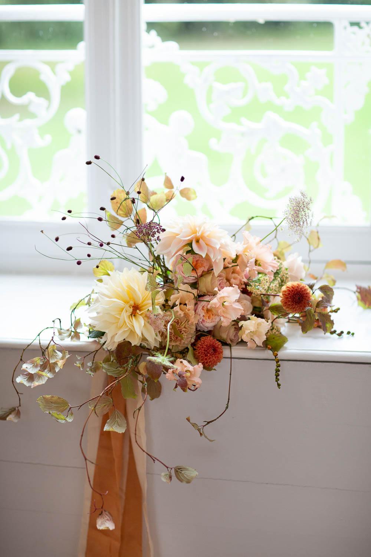 Bouquet Flowers Bride Bridal Ribbon Peach Cream Coral Dahlia Château Elopement France Maru Photography