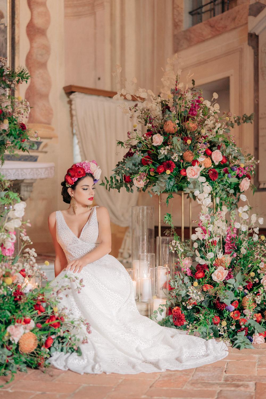 Tuscan Wedding Ideas Giuseppe Giovannelli Flower Installation Florals Backdrop