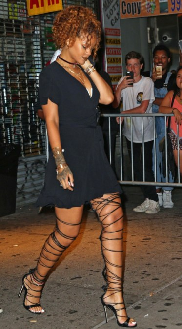 Get-the-Look-Rihannas-Thigh-High-Lace-Up-Sandals6
