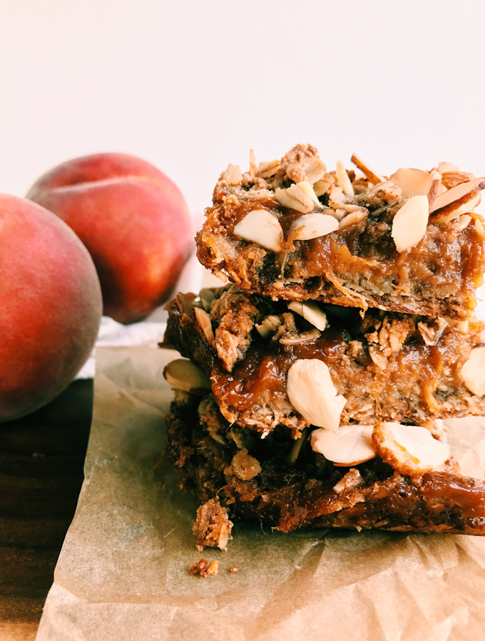 baked spiced peach crumble bars with almonds on top