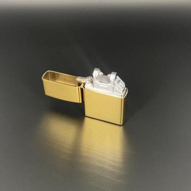 Uppladdningsbar tändare Guld
