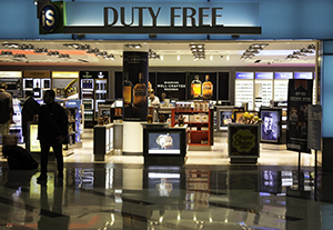 One of the travel retail shops at Philadelphia International Airport. Photo ©2014 by Mark Gillespie.