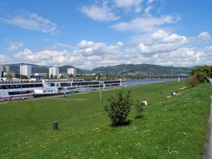 Der Frühling hatte in Linz Einzug gehalten - warme Temperaturen bis in die Nacht, schönes Wetter und ein wunderbarer Blick von der Donau hinüber ins Mühlviertel.