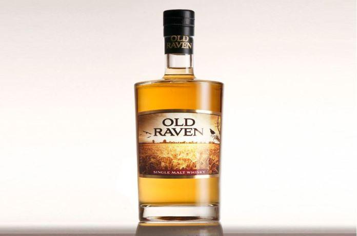 Und das ist das Ergebnis: Der Old Raven Whisky. Wir nehmen ihn zum Verkosten auf unseren Stand bei der Aquavitae in Mülheim mit. Eine Rarität, da der Old Raven eigentlich nur sehr lokal verkauft wird. Wir freuen uns darauf, ihn mit Ihnen zu verkosten!