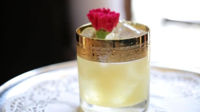 Der Cocktail, der bei der Symphony in Blue serviert wird