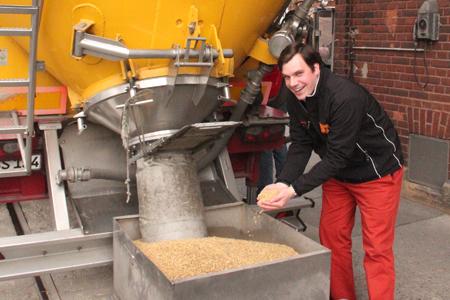 26 Tonnen pro halbe Stunde: Weyermann-Mitarbeiter Karl-Ludwig Rieck. Foto: Simon Weiß