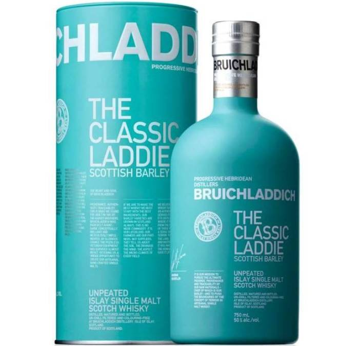 Dieses Bild hat ein leeres alt-Attribut; sein Dateiname ist Medium-Bruichladdich-Bottle-Bruichladdich-The-Classic-Laddie-NAS-R2013-750-BlackBG-Floor.jpg.