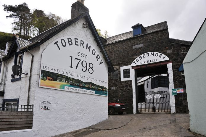 800px-Tobermory_Distillery,_Isle_of_Mull